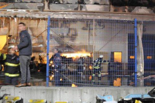 Otomobil Yedek Parçası Üreten Fabrikada Yangın Korkuttu