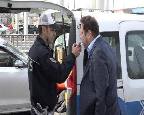 Oyuncu Şoray Uzun'un Aracına TOMA Çarptı