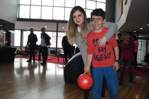 Özlam Öğretmen,başarılı Öğrencilerini Bowling İle Ödüllendirdi