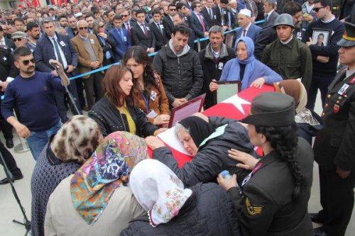 Şehit Hakim Onur Alan'ı 10 Bin Kişi Uğurladı