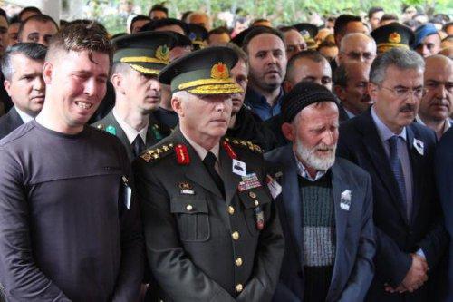 Şehit Uzman Çavuş Harun Şenözüar, Torbalı'da Gözyaşlarıyla Uğurlandı