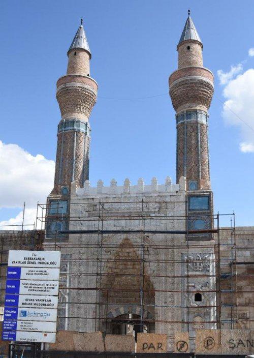 Selçuklu Şaheseri Gökmedrese'nin Restorasyonu Yılan Hikayesine Döndü