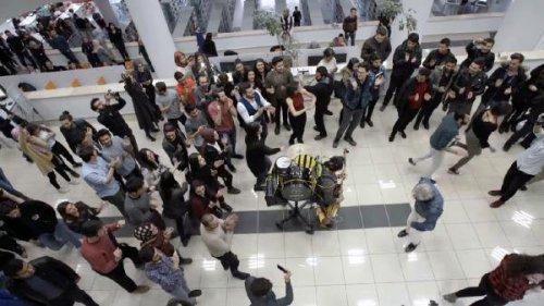 Sınava Hazırlanan Öğrencilere Konser Sürprizi
