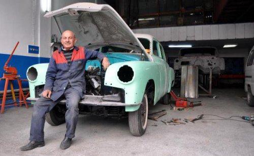 Süleyman Usta Klasik Otomobillere Hayat Veriyor