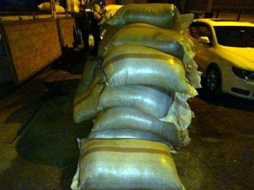 Van'da Kaçak Badem Ve Çay Ele Geçirildi